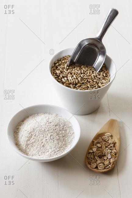 Rye flakes- rye flour and rye grains