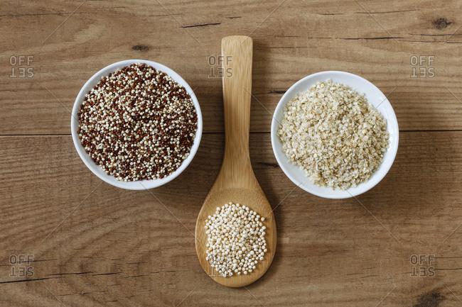 Quinoa graines- puffed quinoa and quinoa flakes