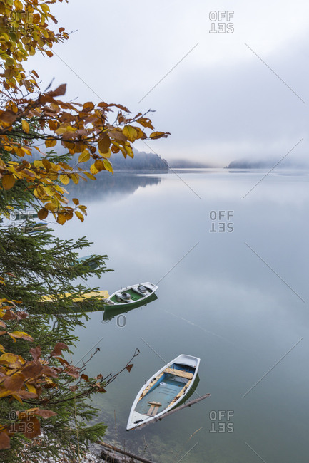 Boats on Sylvenstein Lake in autumn, Bad Tolz-Wolfratshausen district, Bavaria, Germany, Europe