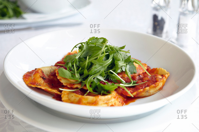 Fresh ravioli with rocket in bowl