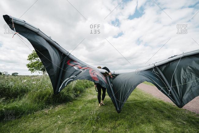 Man setting up paraglider