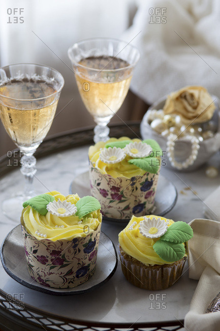 Spring cupcakes and wine