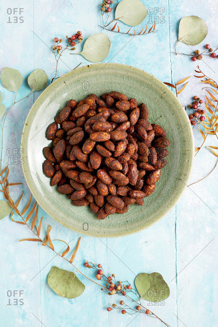Pink peppercorn cacao almonds - Offset