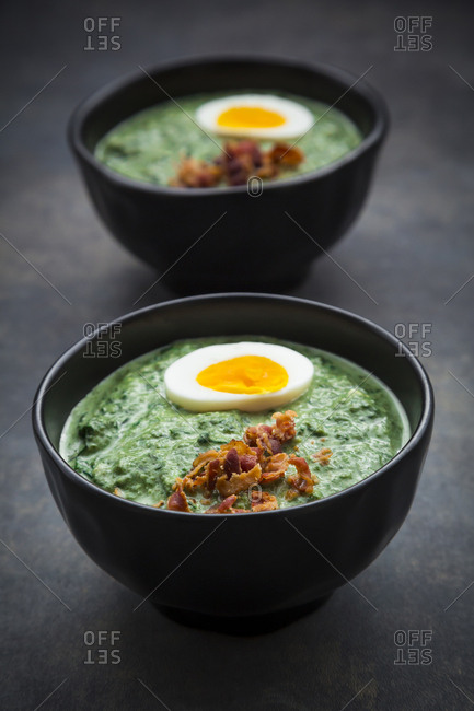 Cream of spinach soup with egg and bacon