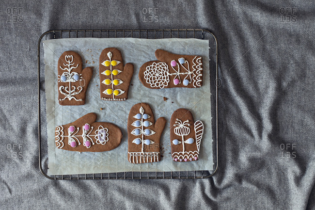 Gingerbread cookies on cooling rack