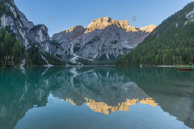 Scenic view of Croda del Becco (Seekofel) reflected in Braies Lake (Lago di Braies) in the Bolzano Province (South Tyrol) Dolomites, Italy