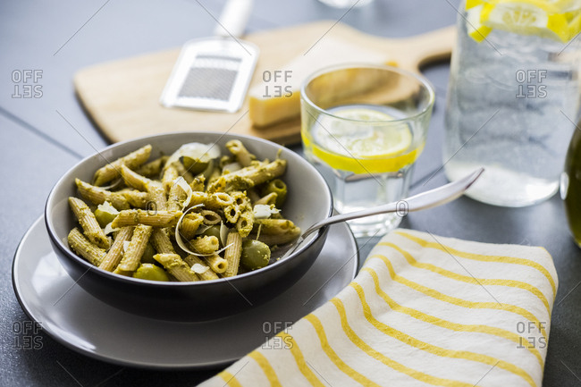 Whole-grain noodles with green pesto and olives