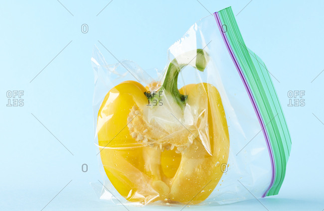 Half of bell pepper sealed in lunch bag