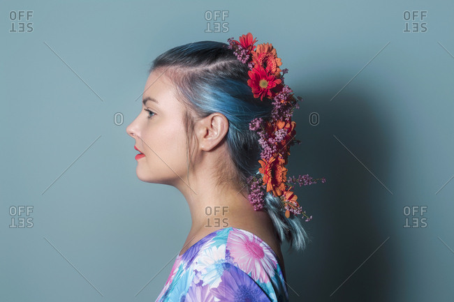 Girl with flowers - Offset Collection