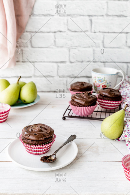 Pear and chocolate cupcakes - Offset