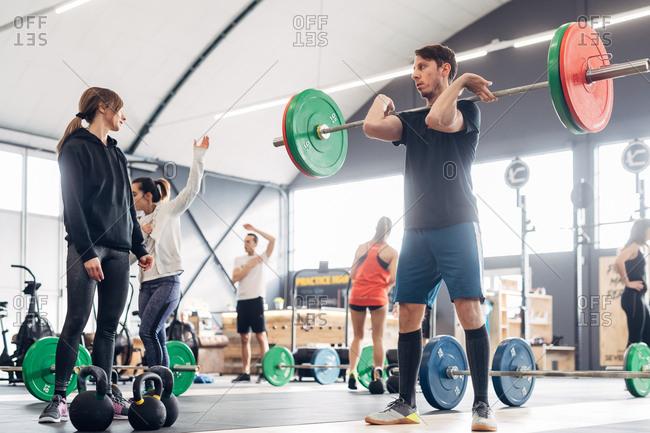 People in gym weightlifting