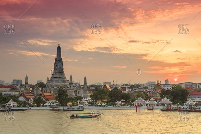 November 4, 2017: Thailand, Bangkok, Wat Arun (Temple of Dawn) and Chao Praya River
