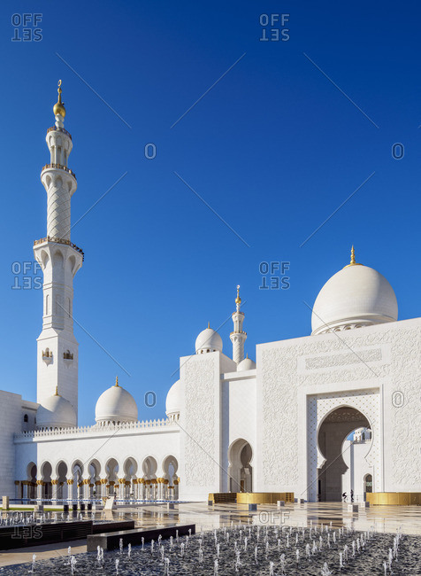 January 11, 2018: Sheikh Zayed bin Sultan Al Nahyan Grand Mosque, Abu Dhabi, United Arab Emirates