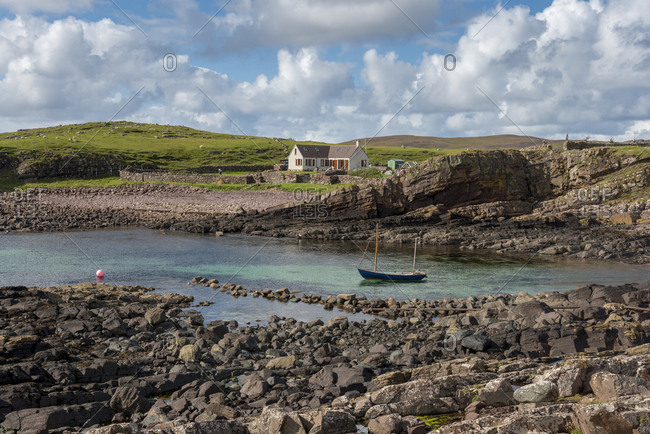 United Kingdom- Scotland- Assynt- Clachtoll- Bay Clachtoll- Crofter House- farmhouse and boat