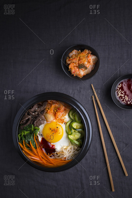 Bimbimbap with kimchi and gojugang