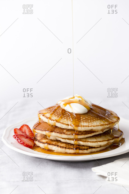 Pancake with cream and syrup drizzling