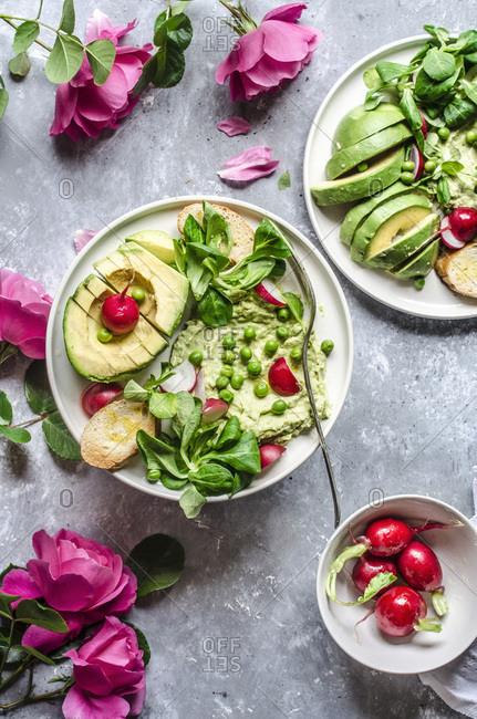 Pea hummus with avocado and radishes