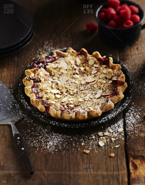 Fruit pie with nuts