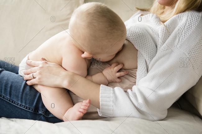 Mother breastfeeding baby (12-17 months)