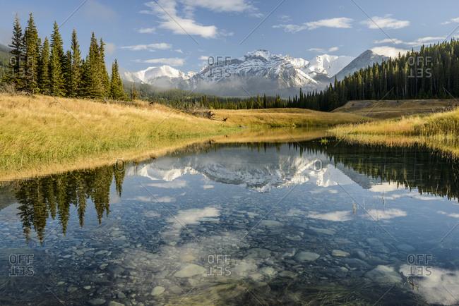 Canada, Alberta, Banff, Mountain peak reflecting in lake