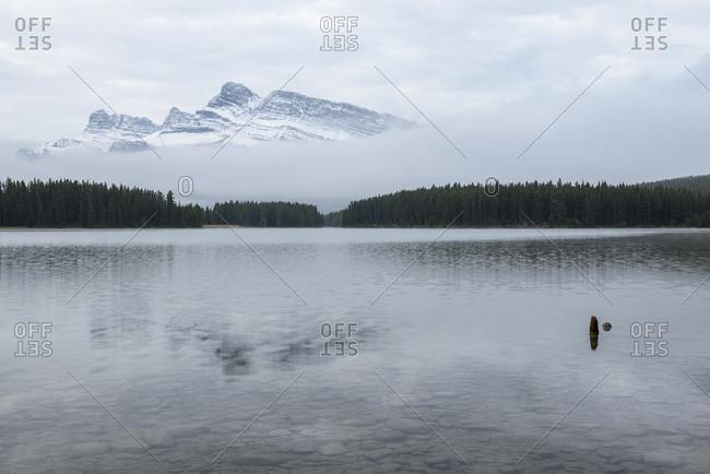 Canada, Alberta, Banff, Mountain peak over Two Jack Lake