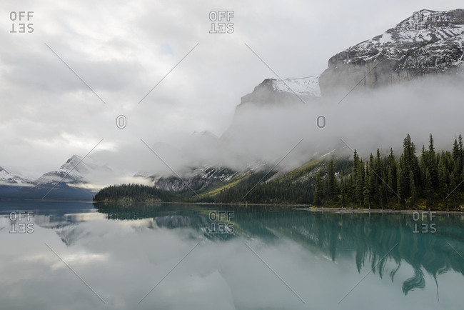 Canada, Alberta, Jasper, Mountains reflecting in Maligne Lake