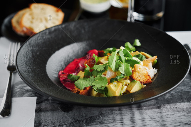 Scramble with shrimps and avocado