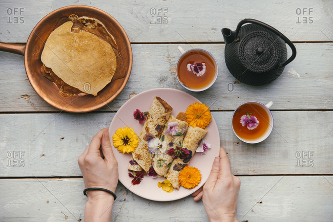 Pancakes with edible flowers for a healthy snack