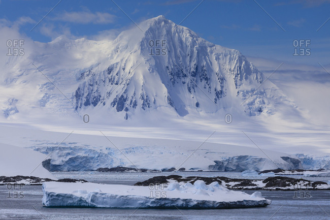 Misty Mount William, glaciers and icebergs, sunny weather, Anvers Island, from Bismarck Strait, Antarctic Peninsula, Antarctica, Polar Regions