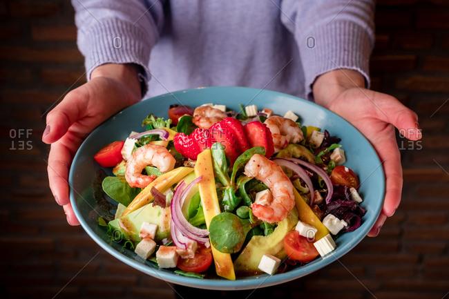 Vegetable salad with shrimp
