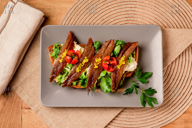 Sandwich with vegetables and fish