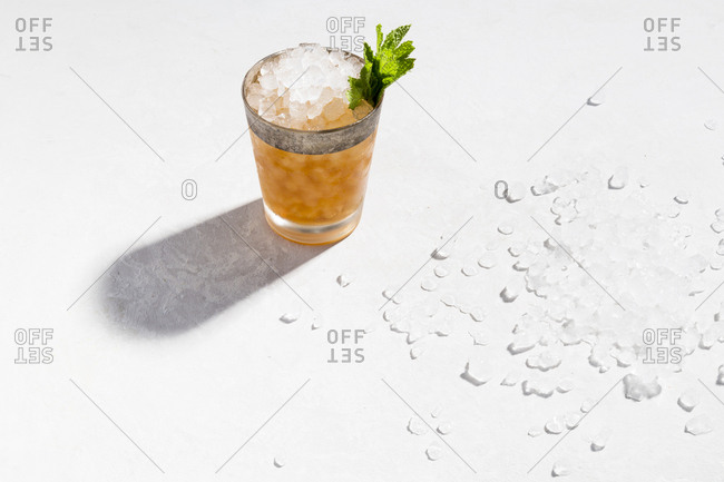 Mint julep and ice