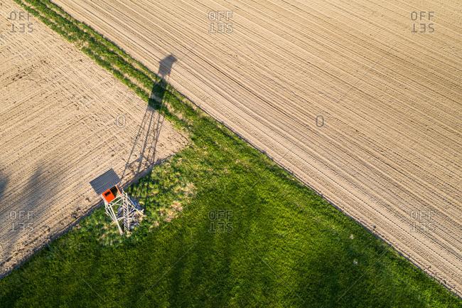 Germany- Baden-Wuerttemberg- Swabian Alb- Fils Valley- Aerial view of raised hide at field