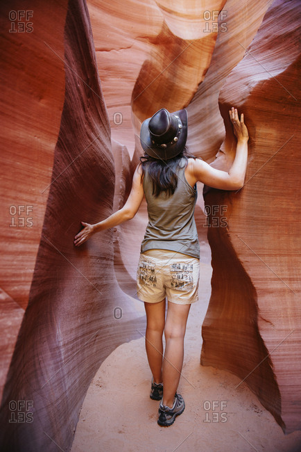 USA- Arizona- Woman with cowboy hat visiting Antelope Canyon