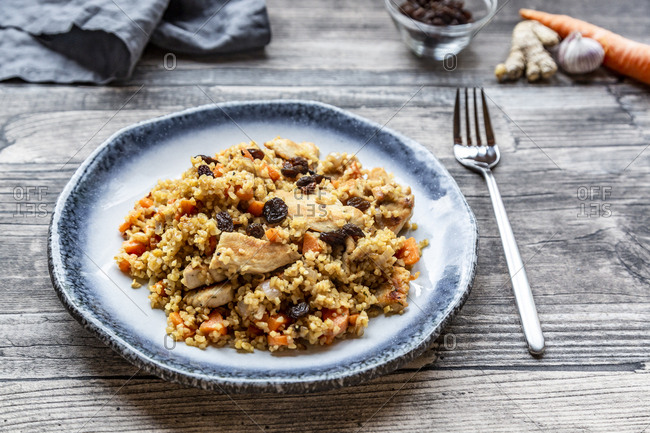Bulgur with chicken meat- carrot- ginger and raisins