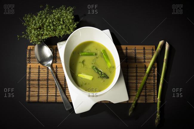 Asparagus cream soup with green asparagus