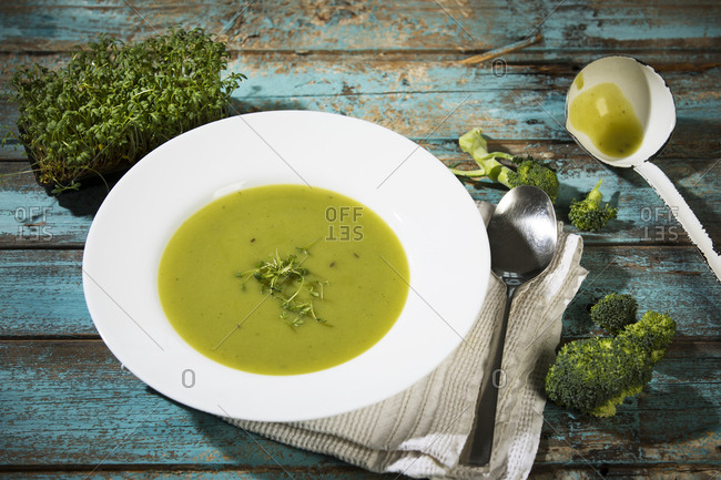 Broccoli cream soup with cress