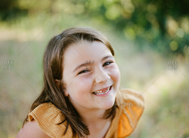 Portrait of a smiling young girl outdoors