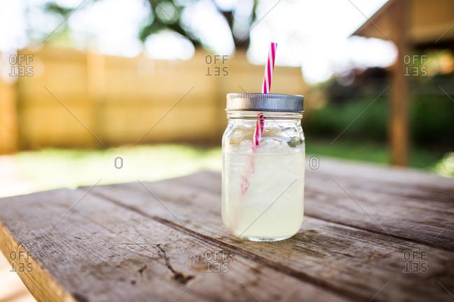 Lemonade in a mason jar on a picnic table