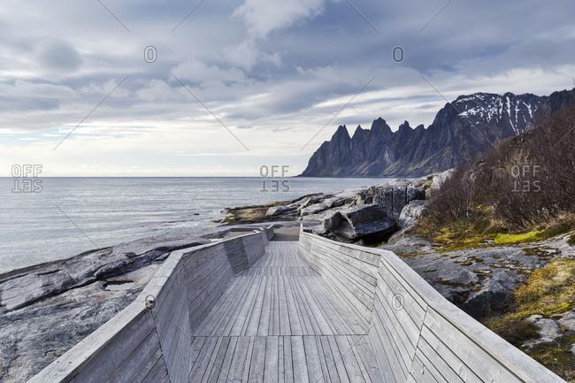 Europe, Norway, Senja, Tungeneset, Devils Teeth mountains
