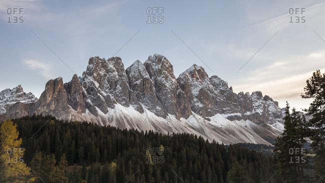 The gruppo delle Odle (mountain) (3025 m), Puez-Geisler Nature Park, Dolomites, Val di Funes, Italy, Europe