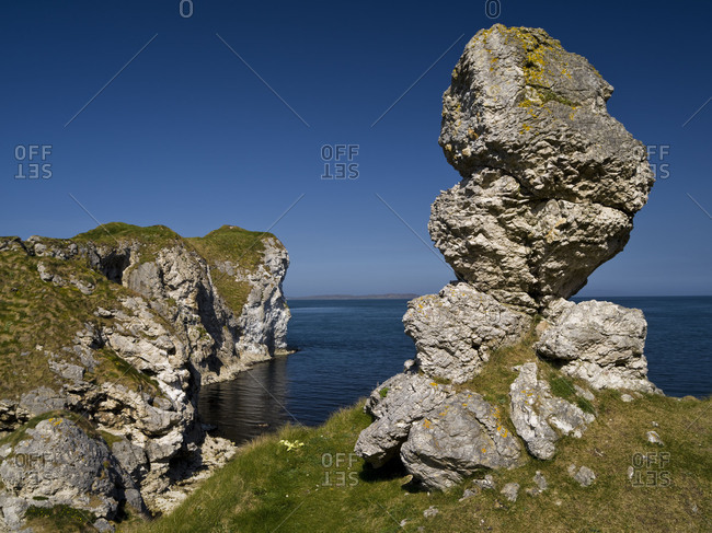 Northern Ireland, Antrim, Causeway Coast, view to Kinbane Head on the Rathlin Sound, rock tower