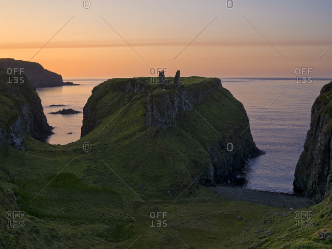 Northern Ireland, Antrim, Causeway Coast, ruin of Dunseverick Castle on the coast, evening mood