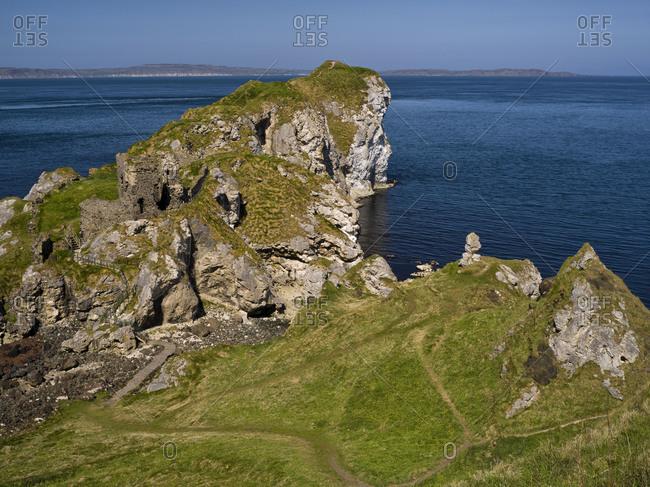 Northern Ireland, Antrim, Causeway Coast, view to Kinbane Head on the Rathlin Sound