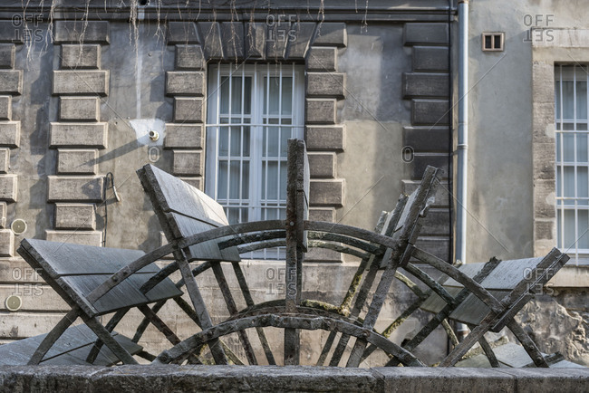 Avignon, Provence, Vaucluse, Rue des Teinturiers, mill wheel in the street of the dyers