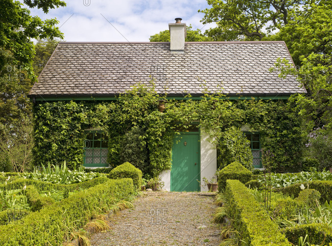 Ireland, Donegal, Glenveagh national park, garden of Glenveagh Castle, gardeners house