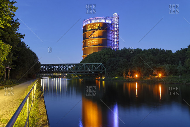 Rhine�Herne Canal with view to the gasometre, Oberhausen, North Rhine-Westphalia, Germany