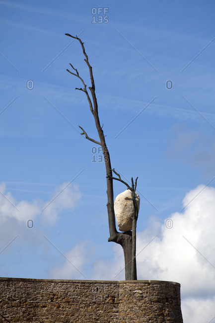 Breton seaside resort Dinard, tree, stone, curious balancing act