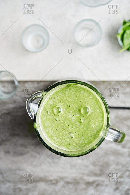 Making a healthy green smoothie in a blender