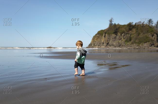 Toddler walks on Ruby Beach, Washington